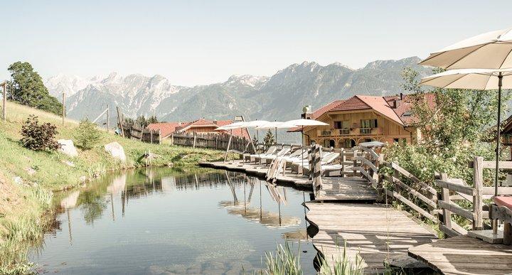 Naturbadeteich mit Dachsteinblick