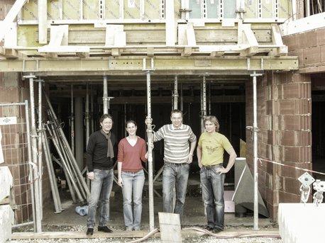Auf der Baustelle Günther Lederhaas, GF Granit, Familie Höflehner, Johannes Prettenthaler, GF Joiner