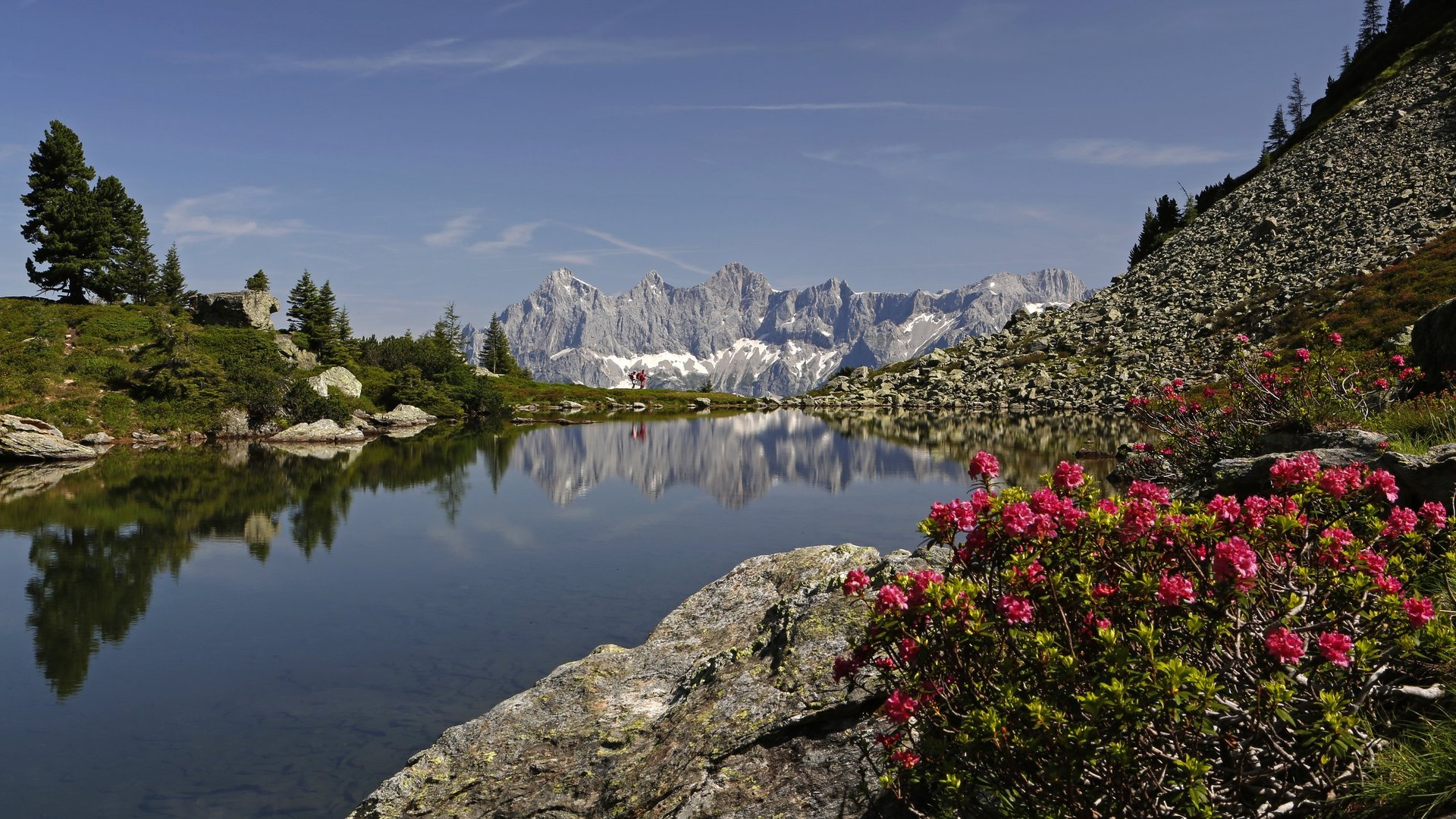 Der Spiegelsee mit Blick auf den Dachstein