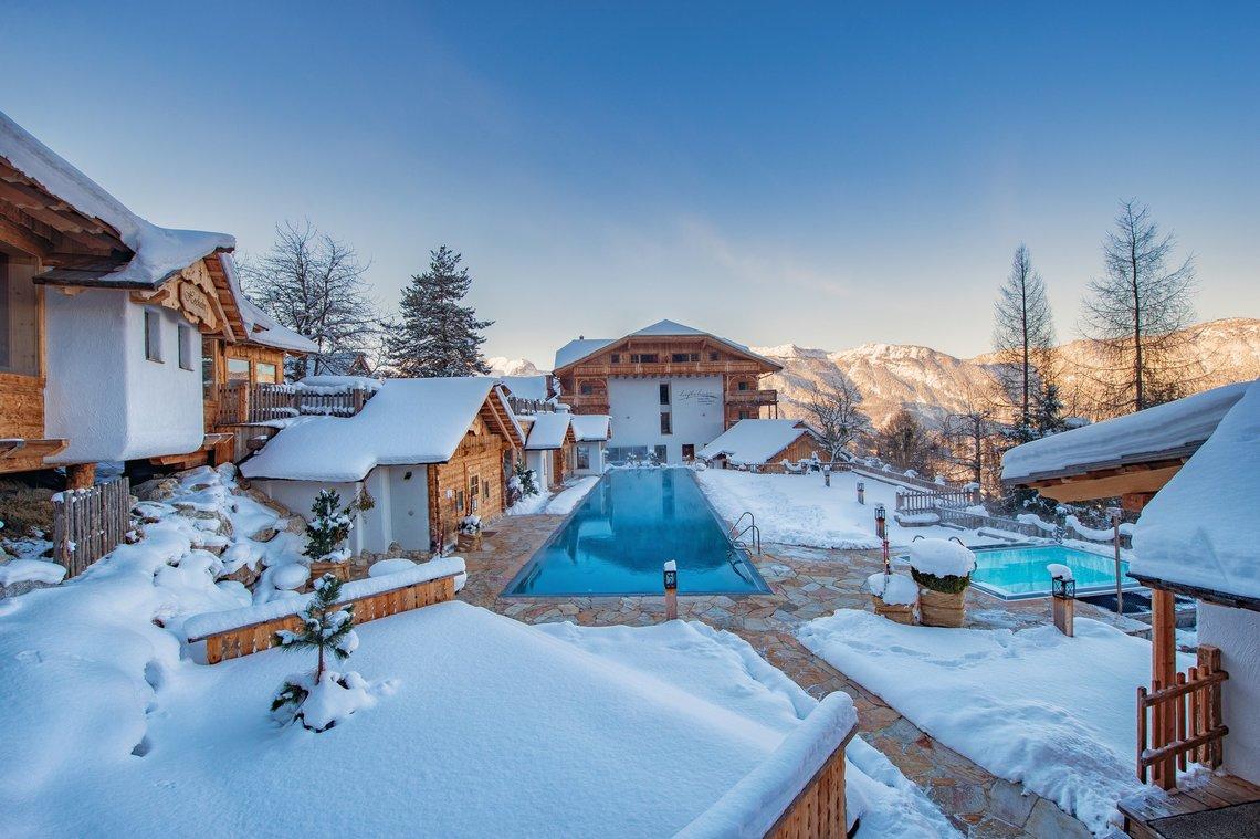 Außenansicht_25m_Pool_Winter