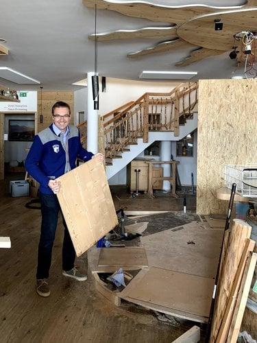 Gerhard Höflehner in der Hausbar