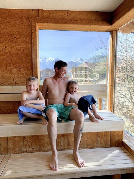 Harry in der Sauna mit seinen Jungs
