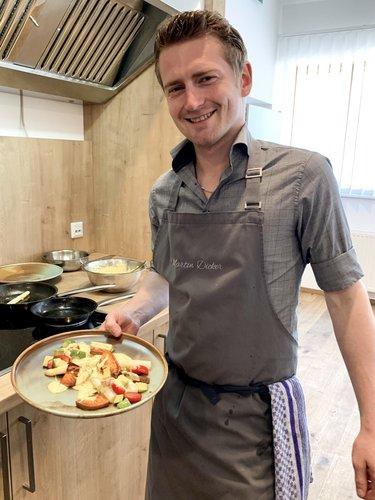 Martin beim Kochen zu Hause