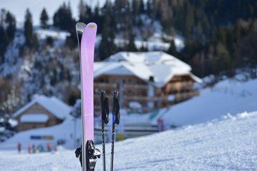 Ski über dem hotel