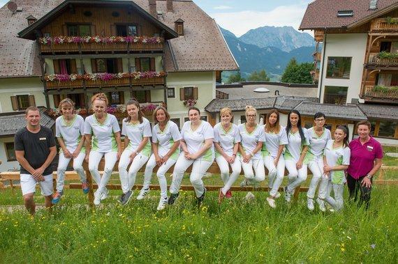 Team Housekeeping unter der Leitung von Agnes Paparo, rechts