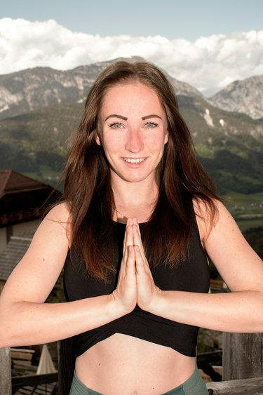 Yoga Angela 4