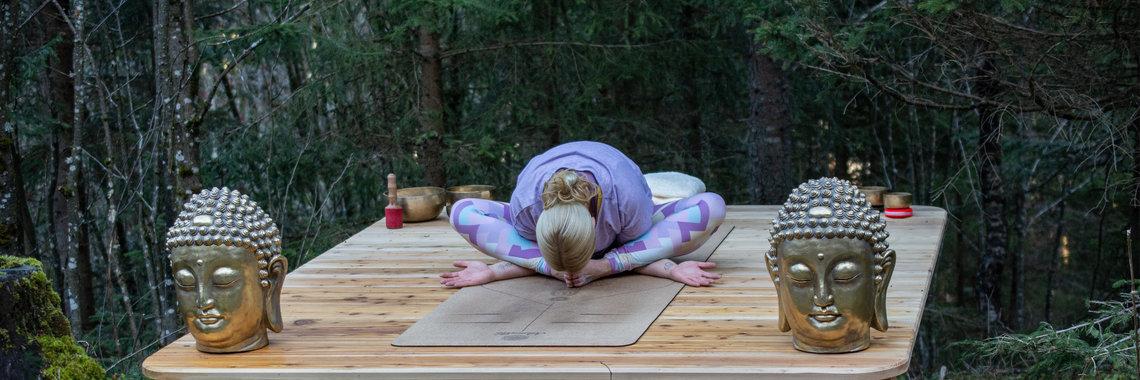 Yogaspot mit Yogalehererin