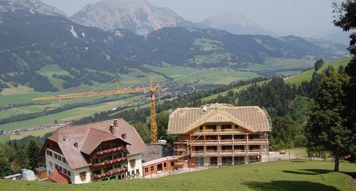 10. Juli - der Dachstuhl ist fertig
