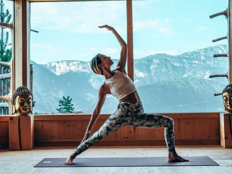 Autumn leaves and Yoga please Julia Hofgartner