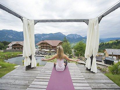 Yoga mit Bergblick