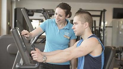 Persönliche Betreuung im Fitnessraum